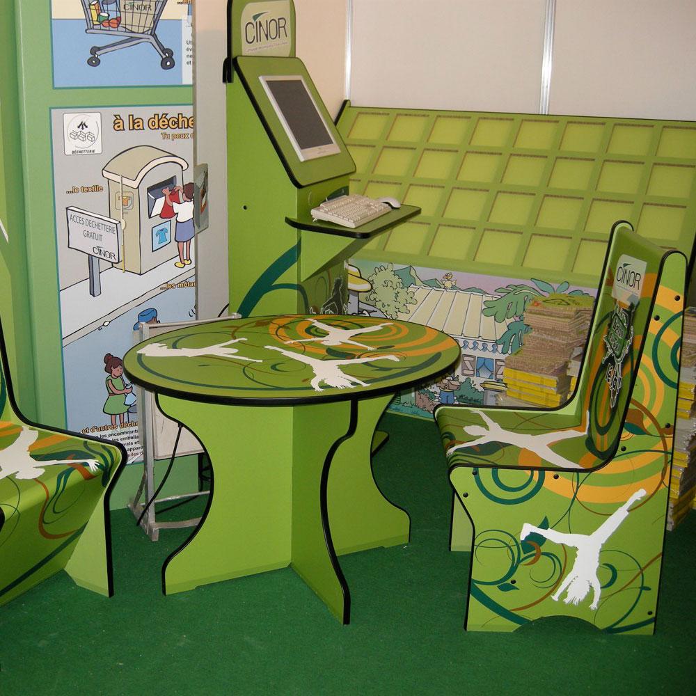 Juego de mesa y sillas en Eco cartón