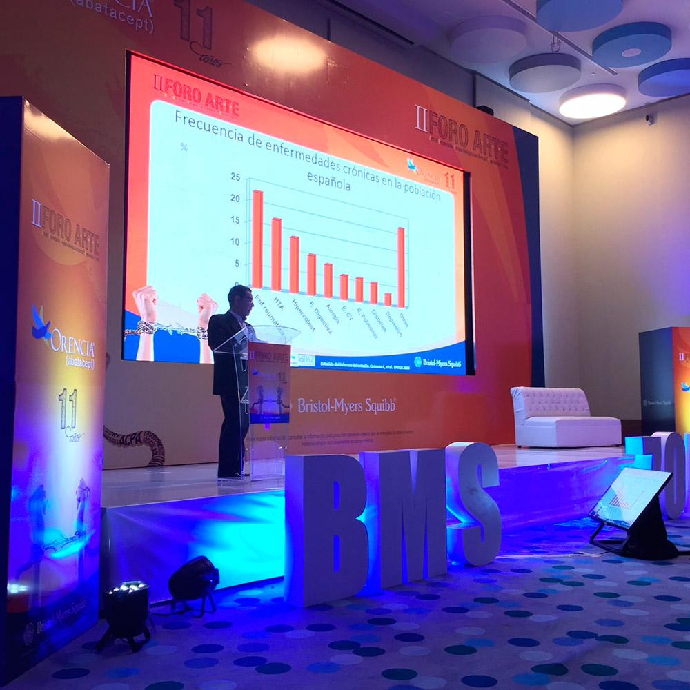 Presentación de eventos en Bogotá con iluminación y multimedia